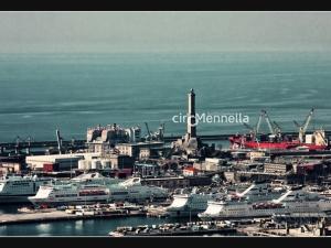 porto-turistico-di-giorno
