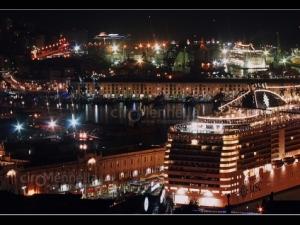 porto-turistico-di-notte